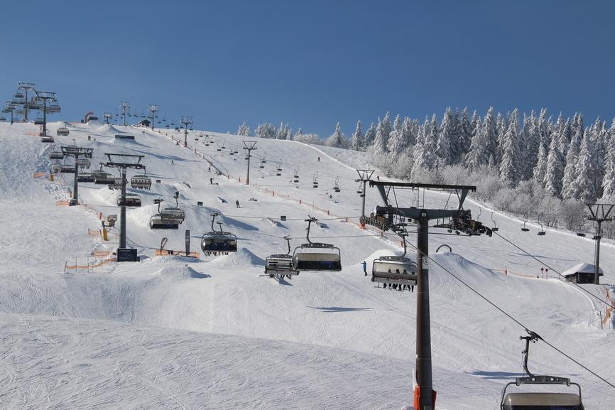 冬を買う −人口降雪機に未来はあるか?
